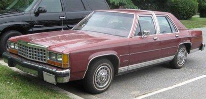 Ford_LTD_Crown_Victoria_sedan_1.jpg